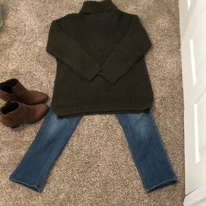Forrest green cozy thick neck sweater!